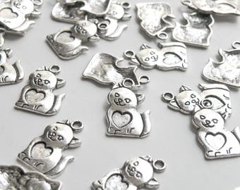 10 Cat charms with heart antique silver 22x14mm DB04843