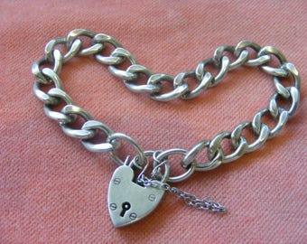 28.8g Vintage Sterling Silver Charm Bracelet with heart  padlock
