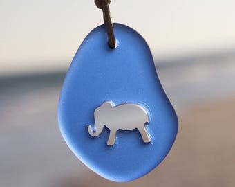 Geschnitzte Elefanten Meer Glas Halskette wählen Ihre Farbe-Stil von Wave of Life™