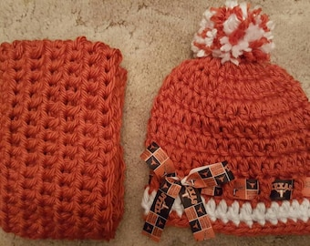 Texas Longhorns inspired crocheted beanie and infinity scarf set