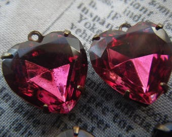 Dark Rose 15x14 Vintage Faceted Glass Heart Drops 4 Pcs