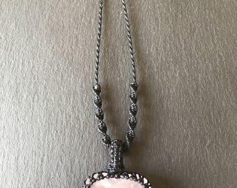 Macrame rose quartz necklace, rose quartz crystal, rose quartz pendant, rose quartz jewellery, rose quartz heart, pink crystal necklace