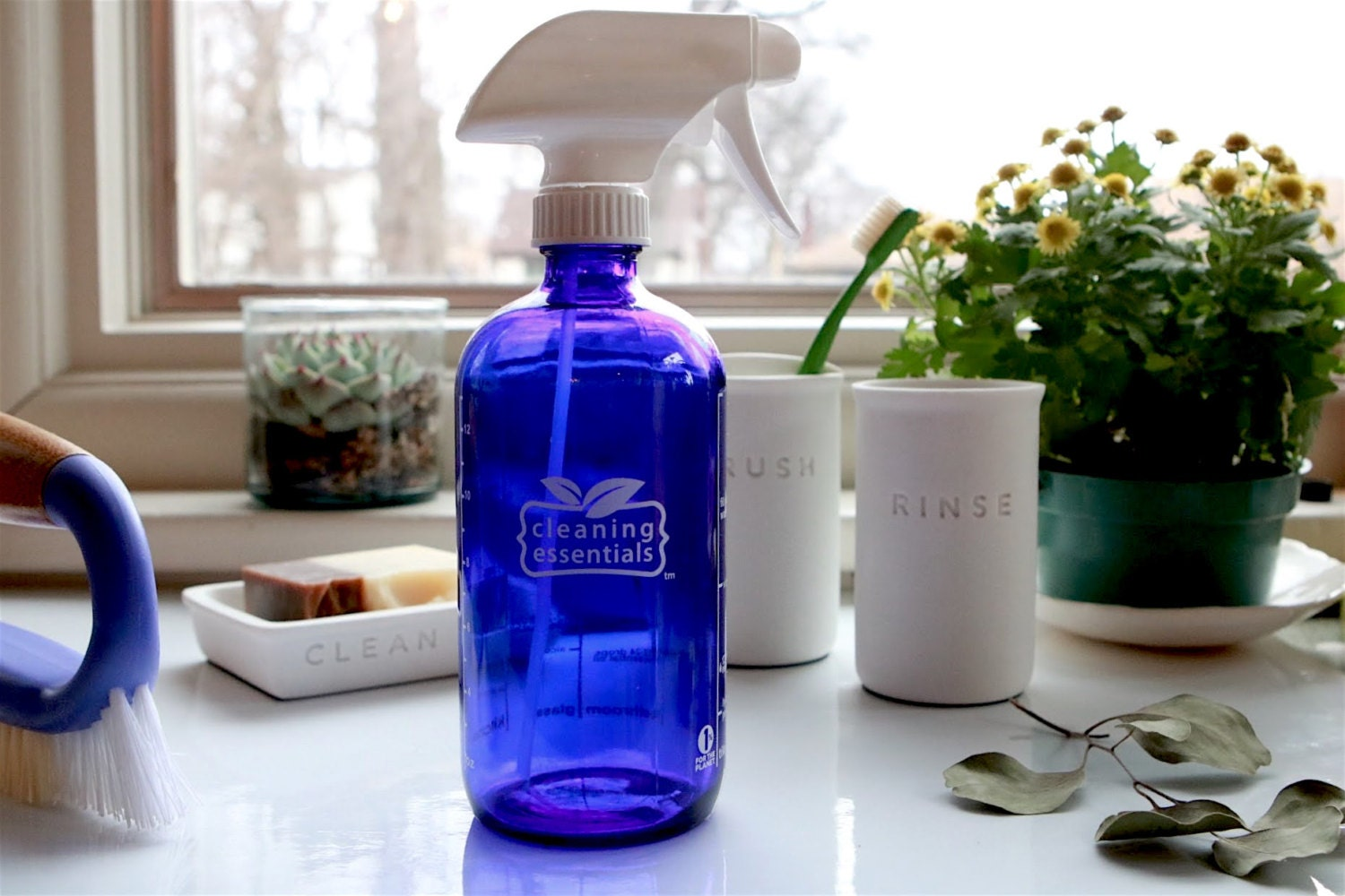 zoom Glass spray bottle with homemade cleaning