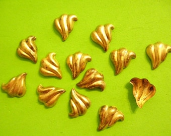 12 Vintage Brass 15mm 3D Puffy Leaf Stampings