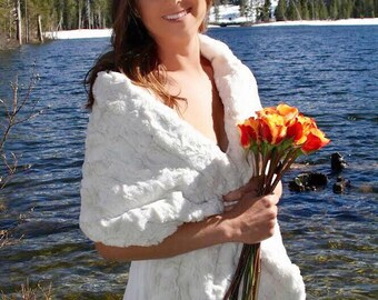 Ivory Faux Fur Stole, Wedding Wrap, Bridal Fur Shawl, Bridal Stole, Bridesmaid Wrap, Winter Wedding, Night Out, Formal, Prom
