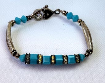 BEAUTIFUL SAKI Sterling Silver Turquoise Colored Glass Bead & Crystal Detailed Toggle Bracelet