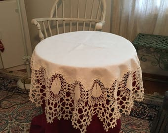 Vintage Crocheted Edge Round Tablecloth---Excellent