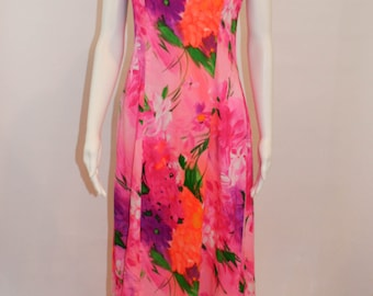 Vintage Waltah Clarke's Hawaiian Hostess Dress