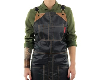 Cross-Back Chimney Black Apron – Coated Twill with Leather Reinforcement and Split-Leg