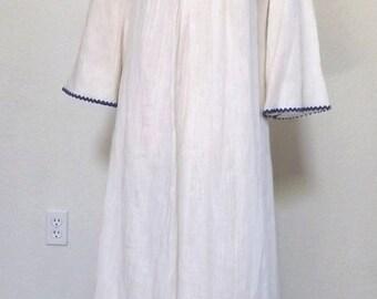 Vintage Boho Chic White Embroidered Maxi Dress Caftan / Kaftan - Medium