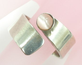 Vintage Silver 925 Round Pink Cabochon Cat's Eye, 8.0 Grams, Size 8,