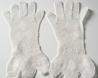 Vintage White Crochet Ladies Gloves • Antique Lace Gloves • Vintage Small Ladies Gloves