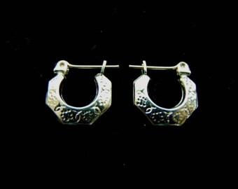 Pair of 10K Yellow Gold Hoop Earrings, 0.8g E1032