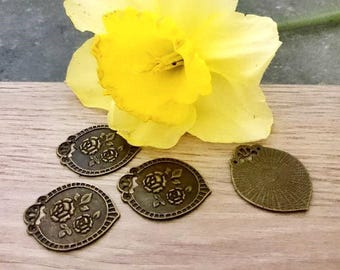 5 charm vintage style antique bronze metal flowers