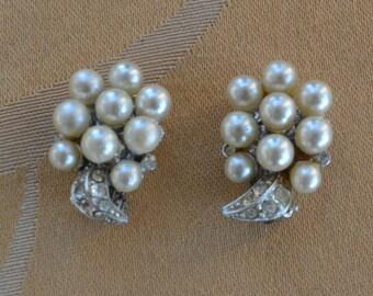 Pretty Vintage Faux Pearl Cluster,  Rhinestone Clip Earrings, Silver tone (AD11)