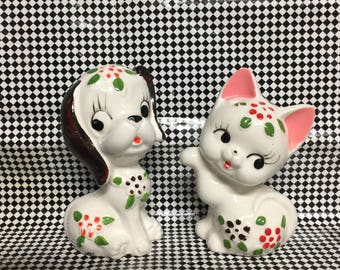 Kitschy Salt n Pepper Shakers * Free Shipping