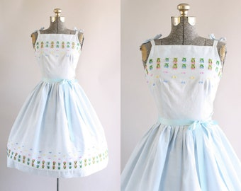Vintage 1950s Dress / 50s Cotton Dress / Blue and White Gingham Print Sun Dress w/ Embroidery XS/S