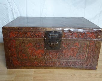 Big Chinese leather case with Foo dogs-1930/1950