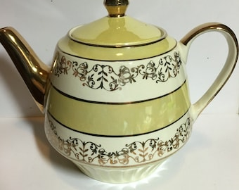 Athens Gibson Teapot in yellow irridecent and gold, 6 cup teapot