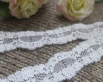 Thin white lace scalloped 26 mm