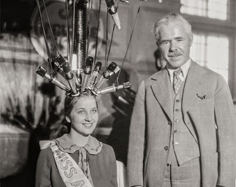 Hair Salon Photo, Salon Art, Miss America gets a new hair style, Hair Salon Treatment, 1926