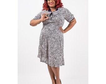 1940s dress / Vintage geometric novelty print /Volup rayon day dress / Plus size / Bows / XL