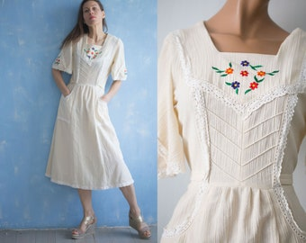 70s vintage  mexican floral embroidered    white crinkle  cotton dress / patch pocket  tie belt knee length dress/S