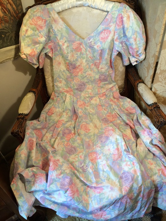 Laura ashley vintage cotton dress. Heavy cotton. Lovely. 34x26x42 length
