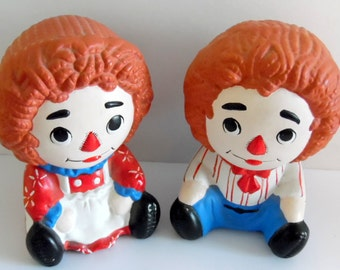 Pair of hand-painted Raggedy Ann & Raggedy Andy ceramic figurines, 1979
