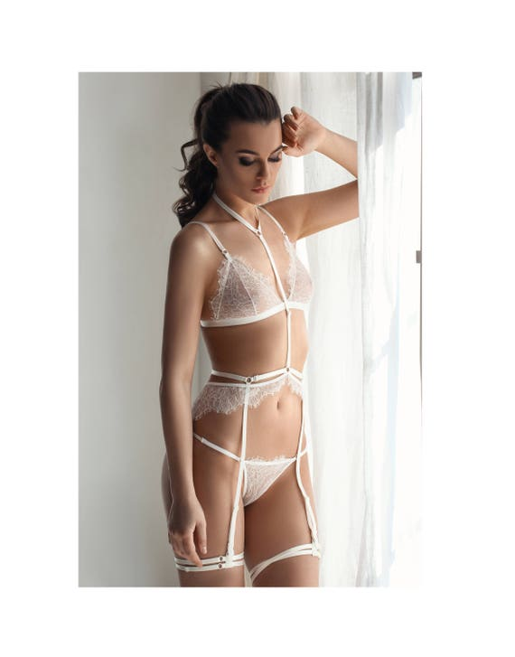 Lingerie for the Bride: Which Lead to the Honeymoon?
