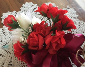 Corsage  wrist  605  red and white