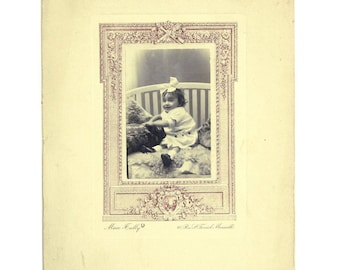 Antique / vintage laughing baby photo,  (ca. 1920s) French cabinet photo