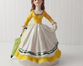 """Musical Girl Figurine Ceramic Mod 1970s Plays """"Raindrops Keep Falling on my Head"""" - 6 Inches"""