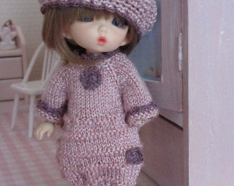 Dress and beret in silk thread.