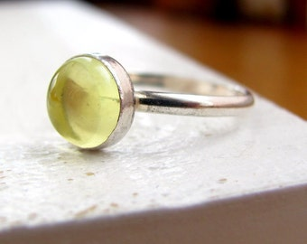 Handmade sterling silver and lemon quartz solitaire ring -size 8