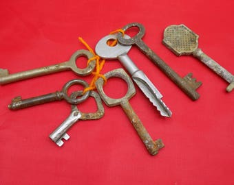 Vintage Keys lot 7 pcs. Wholesale Antique Keys for craft and decor. Old skeleton keys. Soviet Flat keys. Russian Metal keys (1)