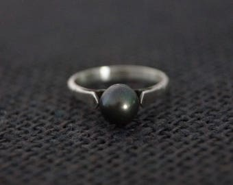Vintage Sterling Silver Solitaire Ring - Vintage Pearl Ring  Vintage Black Pearl Ring -  Vintage Ring - Silver Pearl Ring Size L or 6