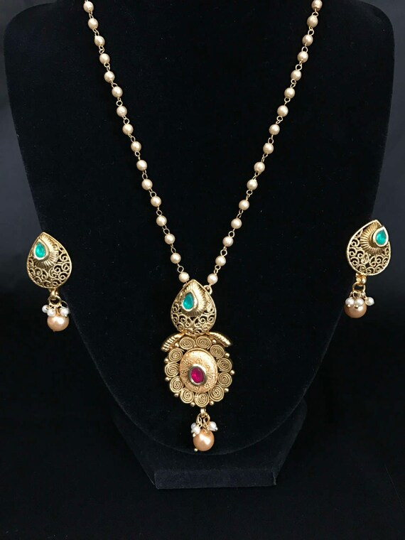Indian jewelry indian pendant set antique gold pendant set aloadofball Images