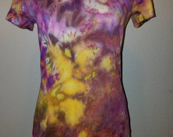 Size Small Women's tie dye v-neck