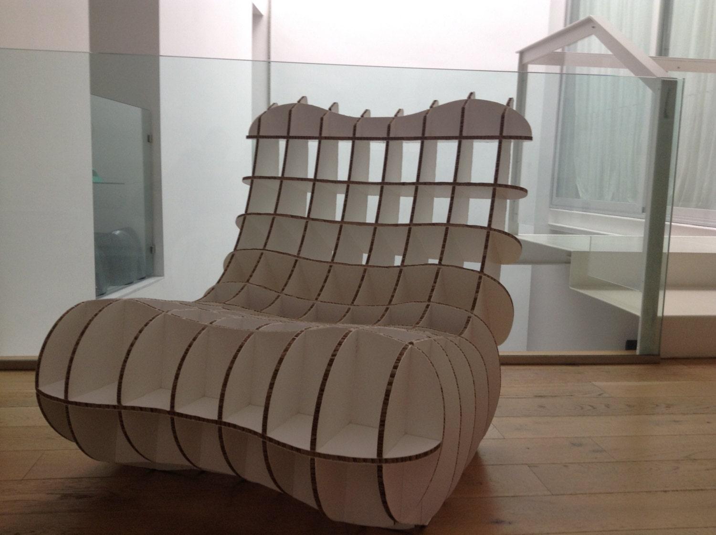 Silla de cartón para niños. Mini cardboard chair for