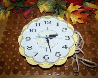 Vintage Mid Century GE Yellow Flower Electric Clock