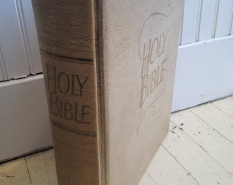 Vintage Holy Bible, 1962