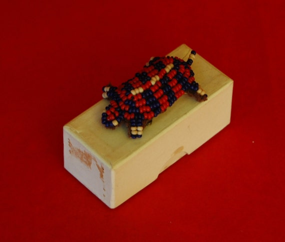 Vintage Navajo? INDIAN 'BEADED TURTLE' Souvenir Pin, Made from Array of Red and Cobalt Blue Beads, Excellent Condition -