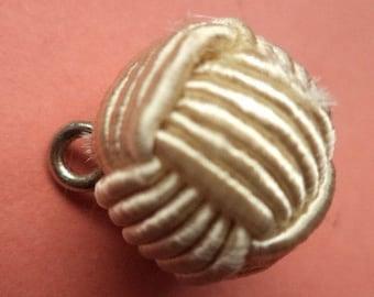 6 PONYTAIL beige 18 mm (5894) button fabric