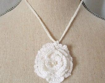 Crochet lace white flower cotton necklace.