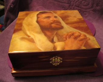 CEDAR JEWELRY BOX  with Parquet Finish - Handcrafted,Jesus Praying Baby Pink Crush Lining