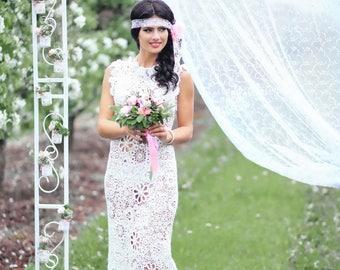 The dress is crocheted. Irish lace, Irish knitting.