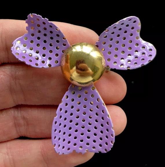 Really Neat Vintage Goldtone & Lavender Purple Mesh Flower Brooch Pin