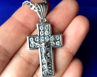 Beautiful sterling silver cross with 26 zirconia stones and chain. Hallmark Ukraine, 925 صليب