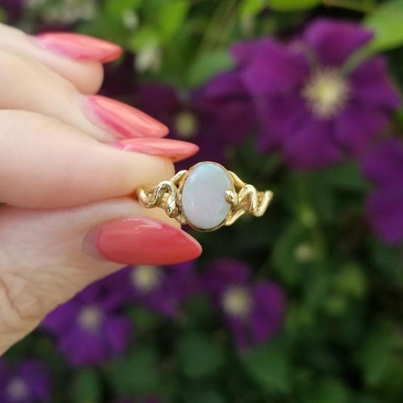 Vintage estate mid century 14k gold opal textured two snakes ring, size 6-1/2